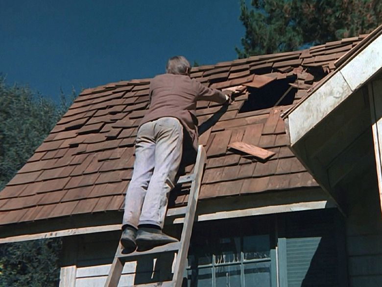 John-Boy repairs the roof